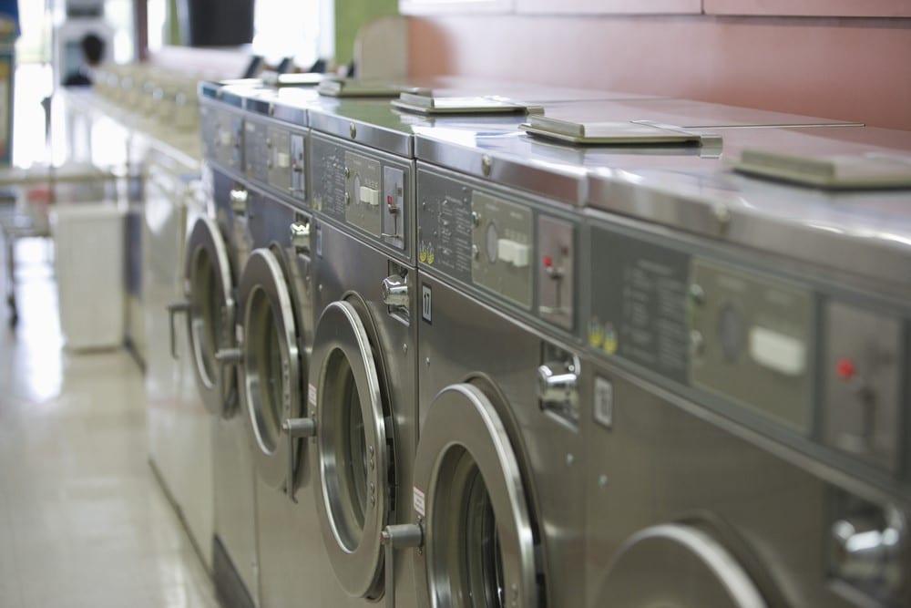 Faire appel à une laverie privée : une manière écologique de laver son linge